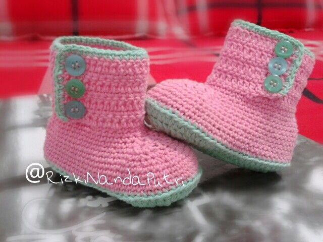pinky baby shoes #crochet