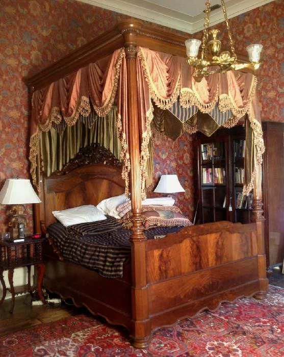 Found on EstateSales.NET: 1023 - Transitional Victorian canopy plantation bed, 8 ft. 10 in. T, 74 in. L, 64 in. W.