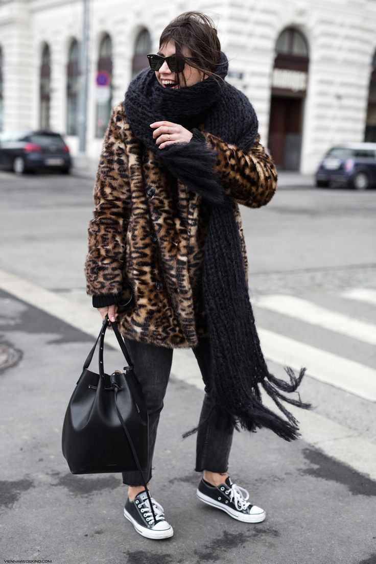 Leopard Coat & XL Scarf I More on viennawedekind.com