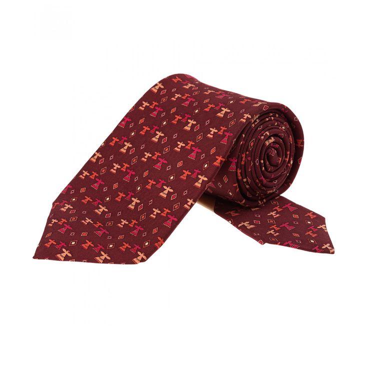 Corbata Pineda Covalin confeccionada en seda color rojo oscuro con diseño fantasía de águila huichol.