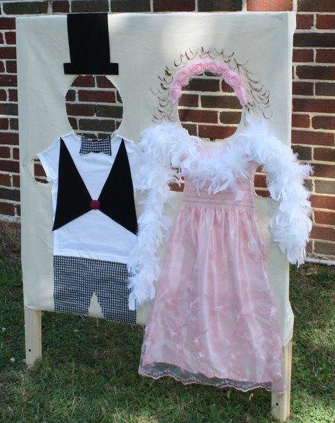 Gaat er een leidsters van een kinderdagverblijf/peuterspeelzaal trouwen. Fotografeer de kinderen. Zo leuk als cadeau te geven. Fotoshoot bruid en bruidegom