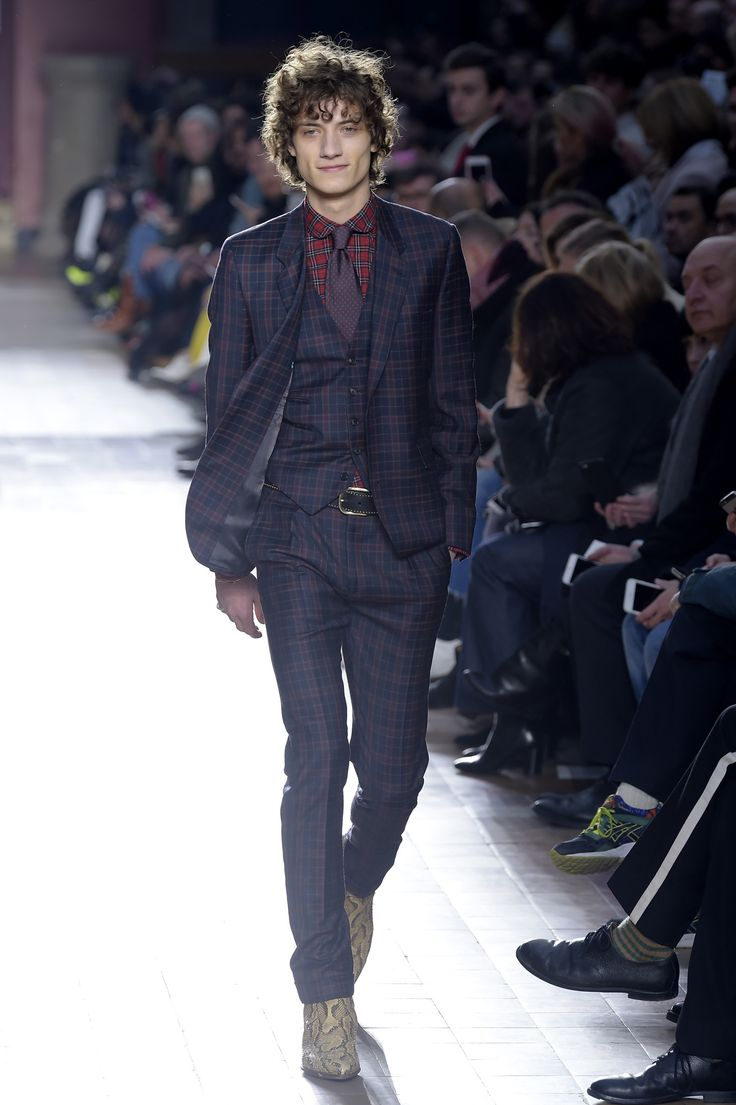 See all the looks from Paul Smith Men AW17 collection.