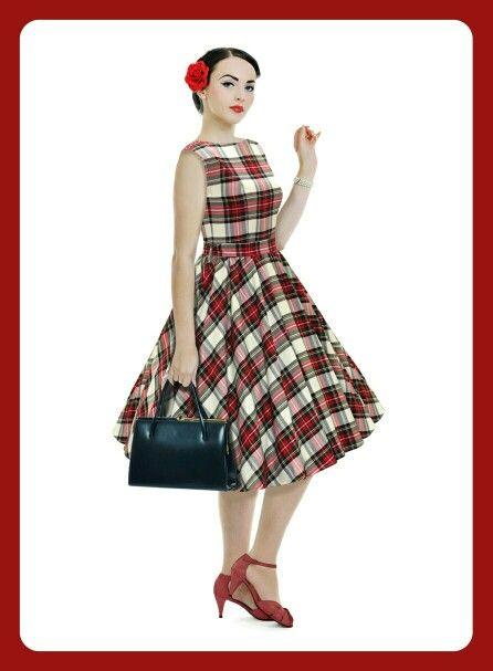 Son increíbles los diferentes resultados que se pueden conseguir con un mismo tejido. Aquí tenéis la viyela escocesa fondo blanco transformada en un vestido con un toque muy pin up.  Enlace: www.telaspedro.com/cuadros-escoceses-clasico-fondo-blanco.html #pinup #telasonline #tejidosdetemporada #telas #fabrics #retro #style #viyela #escocesa #scotish #sugerencias