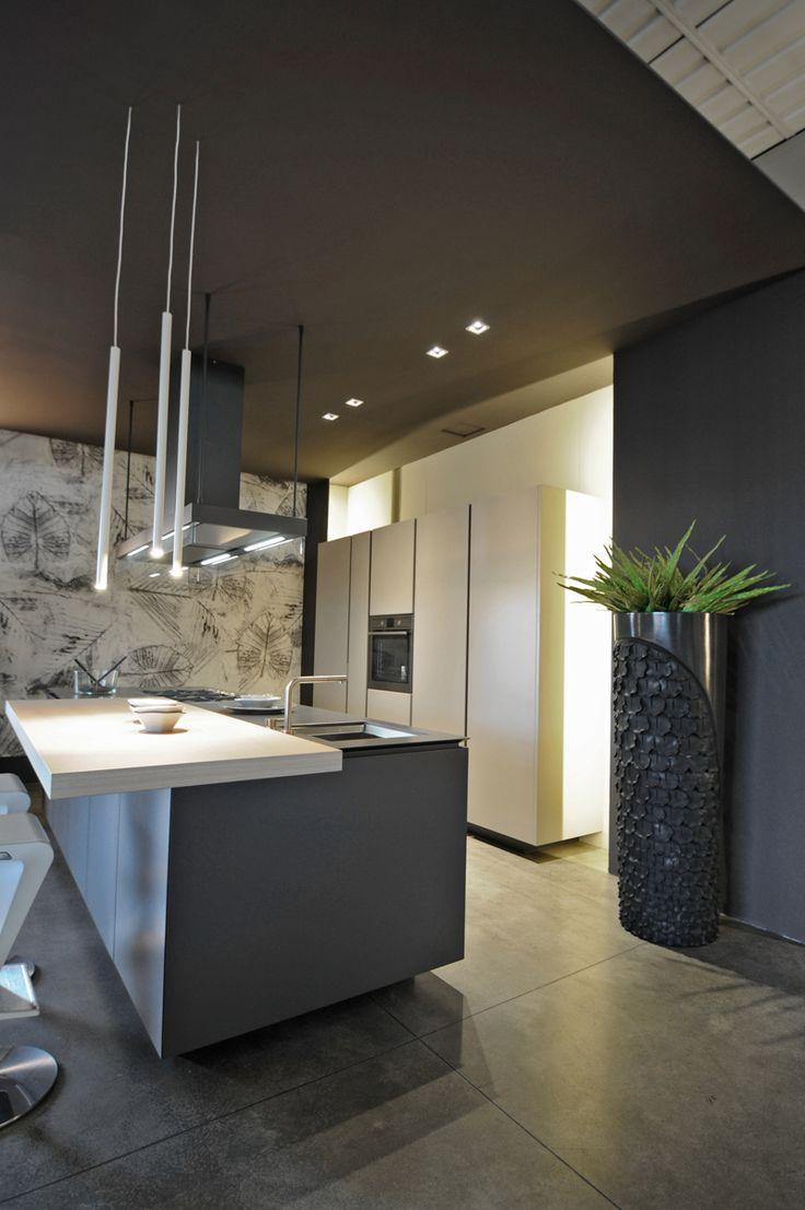 #Artex  CR&S #Varenna (2011) Un progetto firmato CR&S Varenna che propone un'estetica di naturalezza attraverso una concezione contemporanea della cucina. Ampie superfici e volumi ridotti all'essenziale, che rendono protagonisti i materiali.