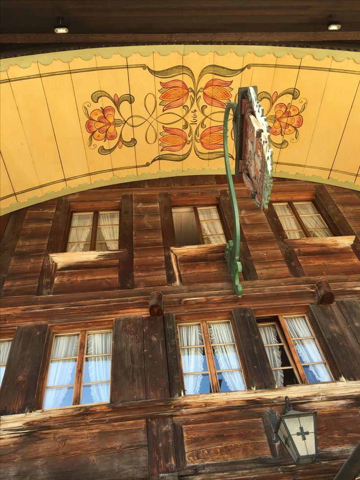 Sumiswald Restaurant Kreuz Bauernmalerei am Dach