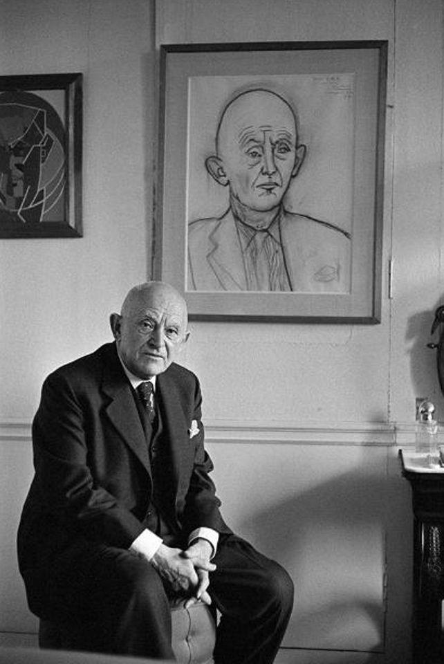 Biografia do marchand alemão Kahnweiler Marchand cubista, galerias de arte do cubismo Veja também: Características, pintores e obras do cubismo Daniel-Henry Kahnweiler nasceu em 25 de junho de 1884, em Mannheim, Alemanha, e faleceu em 11 de janeiro de 1979, em Paris. No ano de 1937, foi naturalizado francês. De …