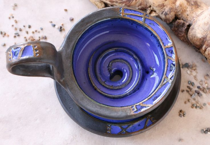 Rasierschale mit Unterteller / 39,-€ #Rasierschale #Unterteller #Rasierseifenschale #Henkel #Griff #Keramik #Unikat #Badaccesoires #Einzelstück #blau #schwarz #anthrazit #Steinzeug
