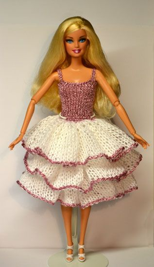 Vestido de Crochê para Barbie εïз: Barbie Clothes, Clothing Patterns, Dolls Clothing, Barbie Clothing, Barbie Crochet, Barbie Knits Patterns, Barbie Dolls, Dolls Patterns, Barbie Dress