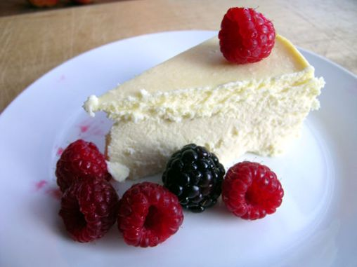 Serving size: 1/16 of cheesecake Calories: 186 Fat: 18 Saturated Fat: 9 Carbs: 4 Sugar: 1 Fiber: 1 Protein: 5