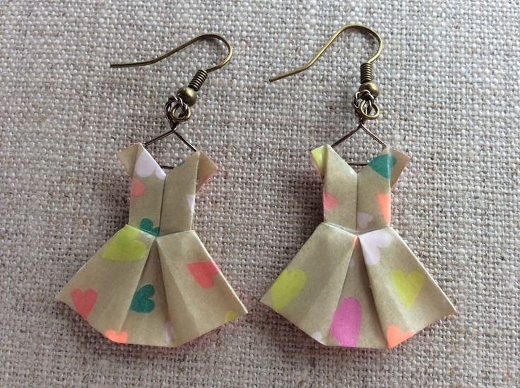 Boucles d'oreille robes dorées en origami : Boucles d'oreille par p-tite-pomme