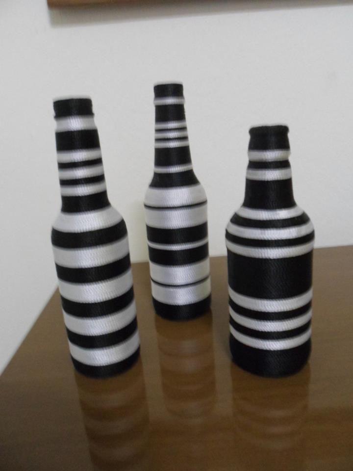 garrafa decorada com linha preto e branco
