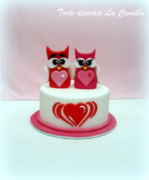 So cute! An owl couple cake tutorial. Shows every step. Just be sure to click on your computer's translator at the top of the page. Sweet!