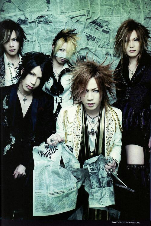 This is my favourite J-Rock band - The GazettE. I LOVE them. Gazerock is not dead...!!!!