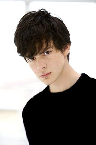 Skander Keynes was my childhood crush growing up.. I'm pretty sure he was the first celebrity i tried to stalk *swoon*