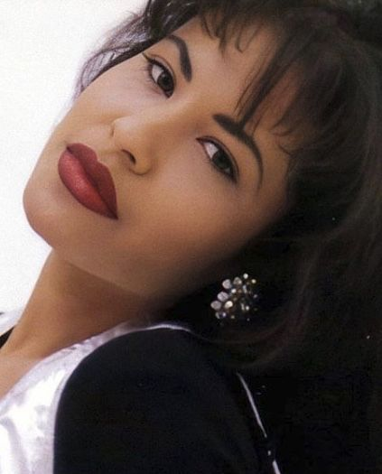 Selena Quintanilla Perez, Selena And Chris Perez, Selena Pictures, Celebrity Makeup Looks, Just Girl Things, Queen, Hollywood Actresses, Pretty People, Celebs