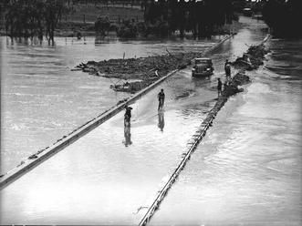 The Hawkesbury in flood at Windsor, 1942