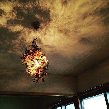 明りをもたらすという照明本来の目的を越えて、風景までも作りだしているという点が優れています。