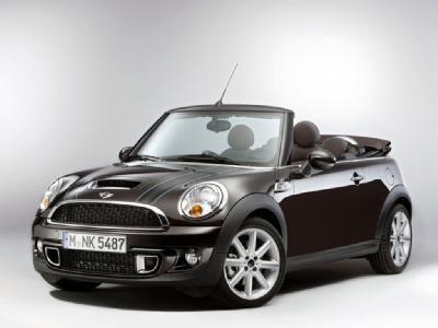 #MINI #MiniCabrio. La cabriolet dal design tipico della casa britannica che incontra eleganza e sportività.