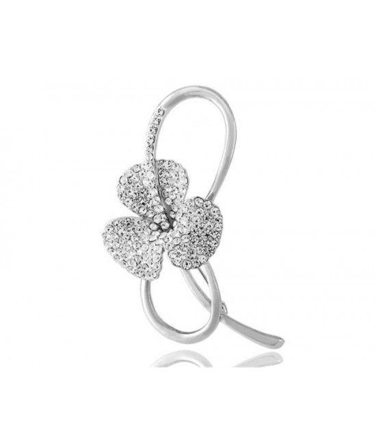 brosa placata cu aur de 18k. Designul este Art Deco, ilustrand o floare decorata cu mici cristale translucide, ce ofera stralucire asemanatoare diamantelor. Designul este unul elegant, de o finete aparte.  Reprezinta cadoul sau martisorul potrivit pentru doamnele ce mizeaza pe aparitii elegante, cu stil! #idei de #martisoare