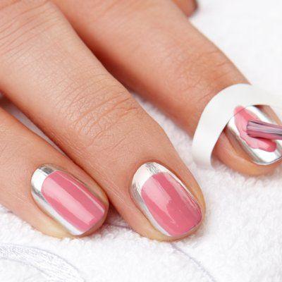 Aprende a hacerte en vídeo y paso a paso la manicura francesa en dos versiones para conseguir unas uñas decoradas perfectas con la ayuda de los expertos de...
