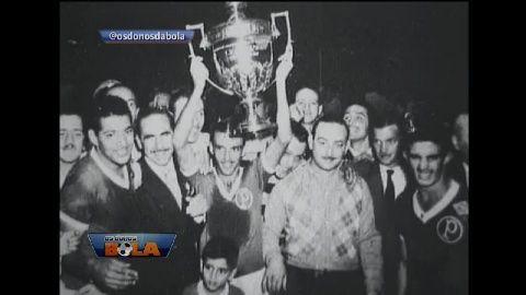 Palmeiras vence primeiro Mundial de Clubes em 1951. Um ano depois de um dos maiores desastres do futebol brasileiro, que foi perder Copa do Mundo no Brasil, em 1950, um campeonato foi realizado com intuito de atrair novamente a atenção da torcida. Surgiu então a Copa Rio, considerado Mundial de Clubes. E o primeiro campeão foi um time brasileiro: o Palmeiras.Veja todos os vídeos do Donos da Bola.