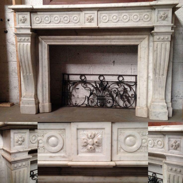 cheminée louis XVI à ressaut en marbre de carrare Italie , bandeau sculpture de macarons, jambages à cannelures finement sculpté . XIX siècle .