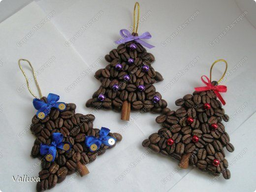 Coffee Bean Christmas Trees - Cardboard pasted with brown felt. Coffee pasted in two layers. Trunk is a half cinnamon stick. Height of tree about 8 cm. ~ stranamasterov.ru