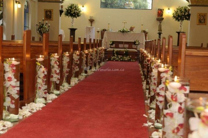 decoración de iglesia on Pinterest   Bodas, Church Flowers and Pew ...