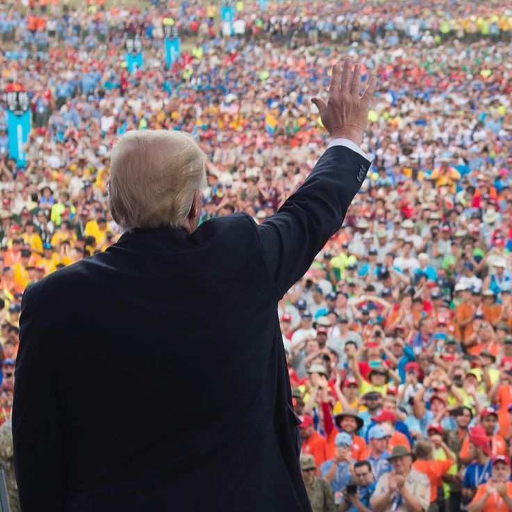 US President Donald Trump waves after speaking to Boy Scouts at the National Boy Scout Jamboree in Glen Jean, West Virginia. (📷 by SAUL LOEB/AFP/Getty Images)