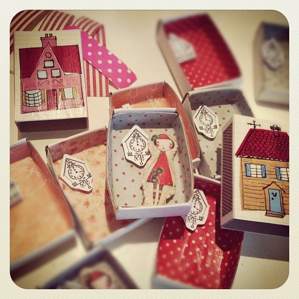 Little houses: Mini Camille making, via Flickr.