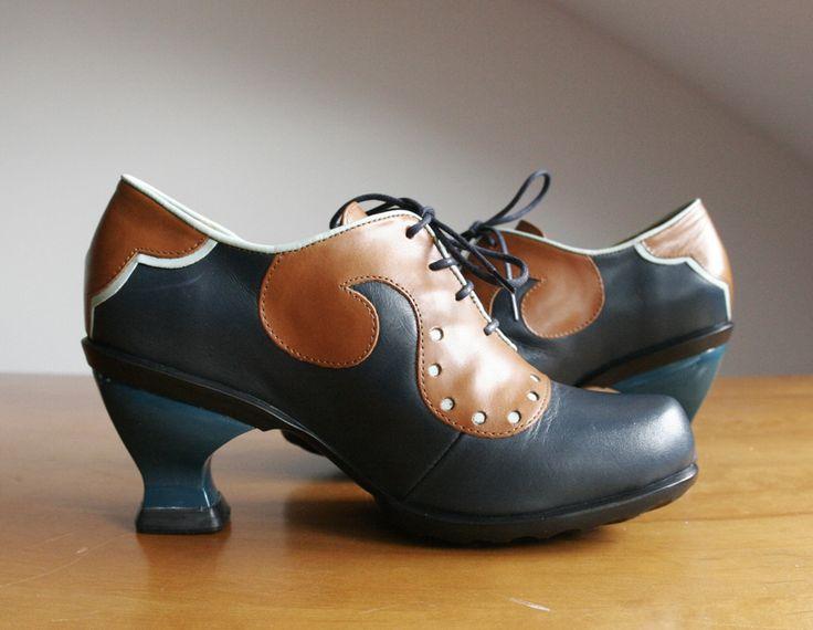 Pantofle VIV - cudne i klasyczne połączenie brązu i granatu z odrobiną jasnego turkusu. http://www.raspberryheels.com/shop/produkt,pl,women,pfeiffer-pony-leopard.html
