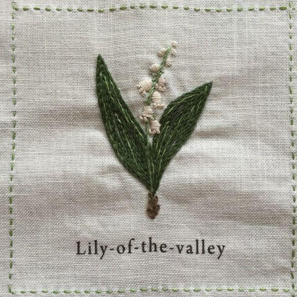 庭図鑑のモチーフクロス。今回も3つだけUPします。4段目の前半3つ。▼ Lily-of-the-valley 「スズラン」葉の部分は刺す量が多く、どうやら...