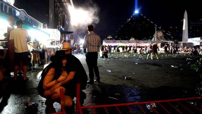 """Mujer hispana advirtió que """"todos morirían"""" en concierto de Las Vegas"""