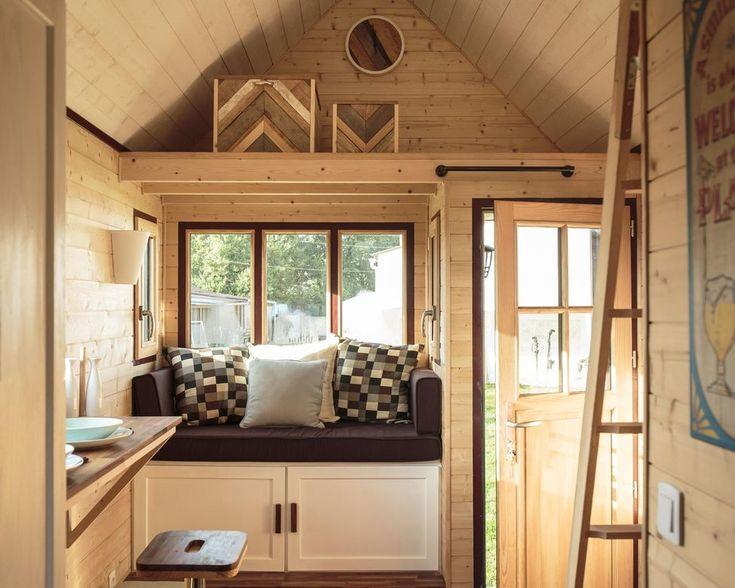 Laetitia a construit sa propre petite maison alternative. Convaincue, elle décide alors de commercialiser la première Tiny Little House fabriquée en France.