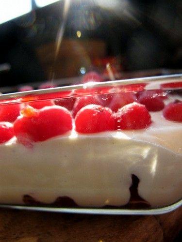 Kokosmus-Dessert Low Carb - Zwischendurch - Mark 1/2 Vanilleschote, 4 EL Kokosmus, 100 ml Sahne, 200g Joghurt mit 10% Fett, 1TL Puderzucker oder etwas Stevia
