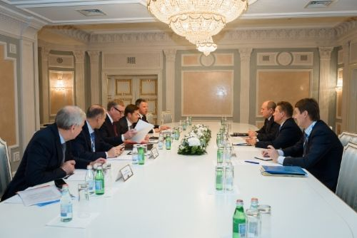 http://www.gazprom.com/preview/f/posts/49/772792/w500_010_dsc_8764.jpg Alexey Miller discusses cooperation with heads ofpipe companies - http://www.energybrokers.co.uk/news/gazprom/alexey-miller-discusses-cooperation-with-heads-of-pipe-companies