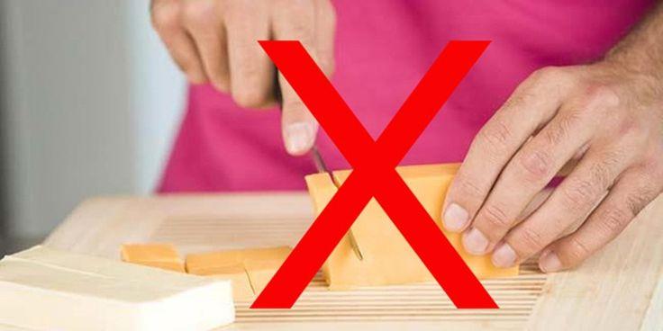 Peyniri keserken kesinlikle elinizle dokunmayın.   Elinizdeki bakteriler peynirin daha çabuk küflenmesine neden olacaktır. Keserken peyniri ambalajından tutarak kolaylık sağlayabilirsiniz.
