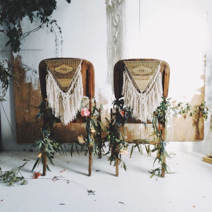 macrame wedding - bride and groom chairs