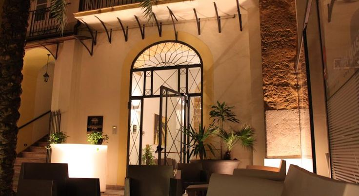 €73,50 Спа-отель Quinto Canto расположен в историческом центре Палермо, на площади Кваттро Канти. К услугам гостей просторные, стильные номера.