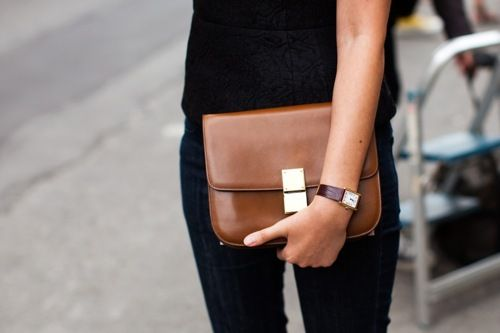 i need. i want. i love. i lust.: Black Outfits, Celine Bags, Brown Leather, Street Style, Brown Bags, Leather Clutches, Boxes Bags, Black Jeans, Leather Bags