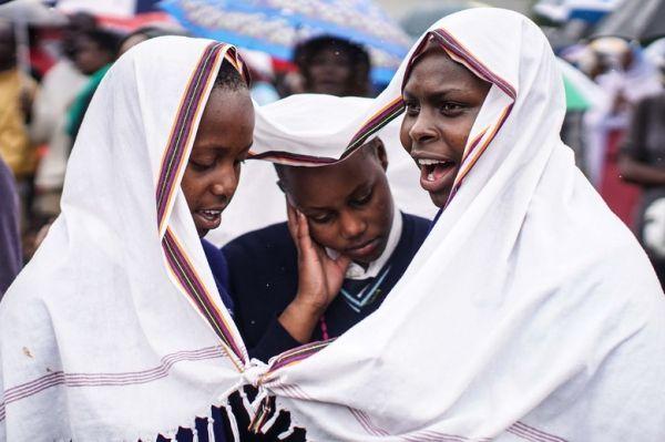 Siga los detalles de la visita del Papa en Kenia. Visite nuestra página y sea parte de nuestra conversación: http://www.namnewsnetwork.org/v3/spanish/index.php #nnn #bernama #papa #francisco #kenya #kenia #malasia #malaysia #kl #news #noticias #cultura #religion #vaticano #nairobi