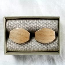 """Wooden design cufflinks """"Tears of happines - oak. Model is handmade from a natural oak  wood are designed in a unique teardrop shape. We hand sanded them to the finest detail. Combine with any model of our wooden bow ties. Get it for € 19.99."""