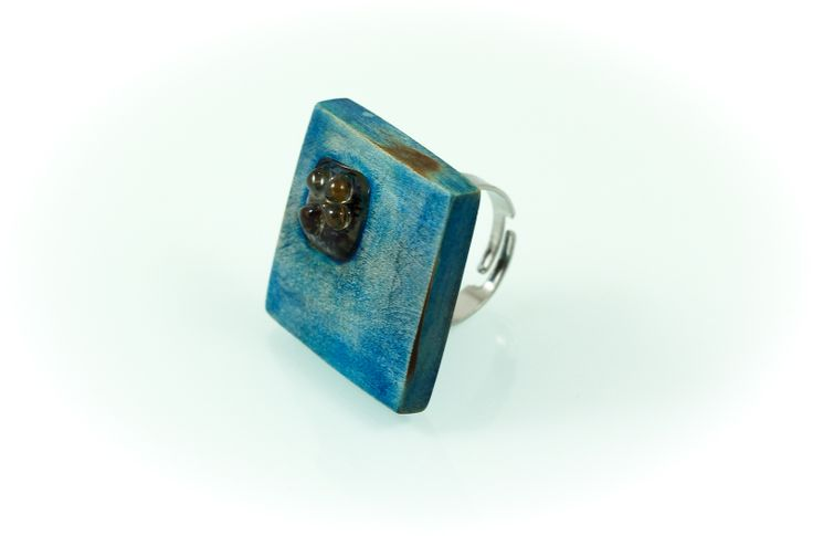 M.O. ring, horn wood/Murano glass, 3x3 cm. www.leontinpaun.ro Buy online - www.fine-art.ro