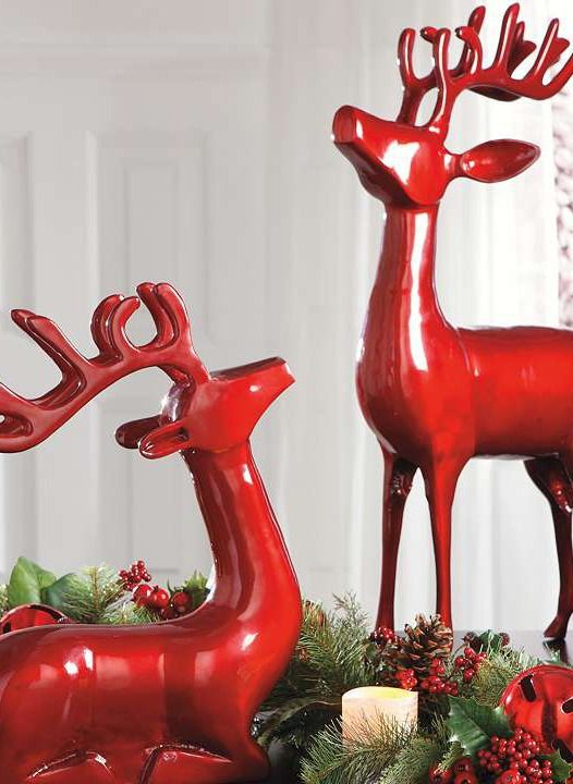 Boasting a shiny red finish and festive design the cast