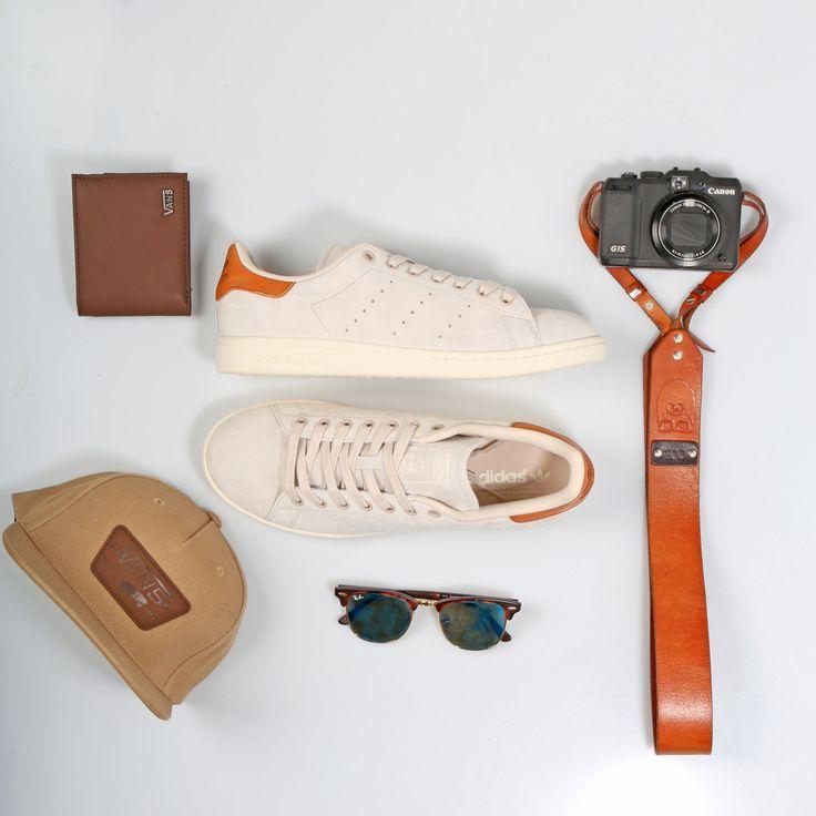 ¡Chicos! ¿Estáis listos para el finde ? En Mayka tenemos los complementos ideales para ti  Sneakers: Adidas Stan Smith  Gorra y cartera: Vans Zapatillas https://www.zapatosmayka.es/es/catalogo/hombre/adidas/deportivos/zapatillas/421016161490/stan-smith/ Gorra https://www.zapatosmayka.es/es/catalogo/complementos/vans/gorros-gorras/gorra/085060562077/mn-full-patch-starte/ Cartera https://www.zapatosmayka.es/es/catalogo/complementos/vans/carteras/cartera/081026462078/m-suffolk-wallet/