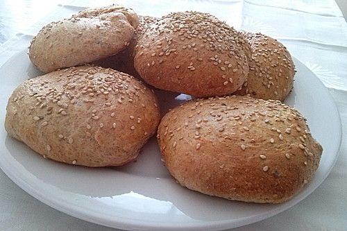 Amerikanische Vollkorn-Hamburger Buns, ein tolles Rezept aus der Kategorie Backen. Bewertungen: 3. Durchschnitt: Ø 3,4.