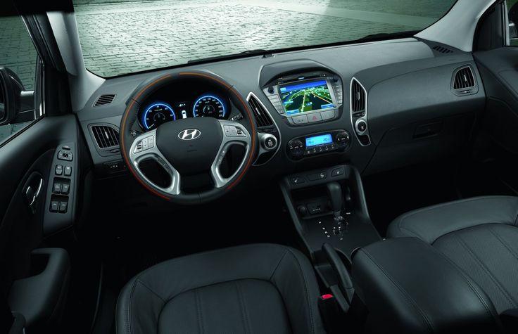 Wygodnie i stylowo Nowy Hyundai ix35 zadziwi Cię wygodnym wnętrzem, które można dopasować do indywidualnych potrzeb. Wybierz spośród dostępnych kolorów tapicerki oraz dostępnych opcji wyposażenia, aby stworzyć swoje wymarzone wnętrze.