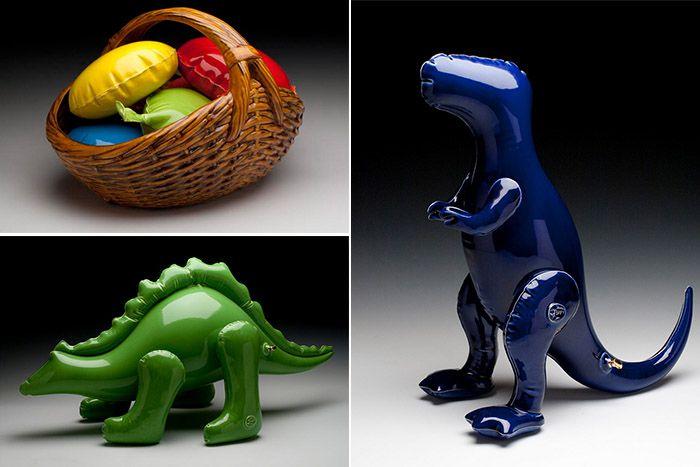 Керамические скульптуры, имитирующие детские надувные игрушки. (11 фото)