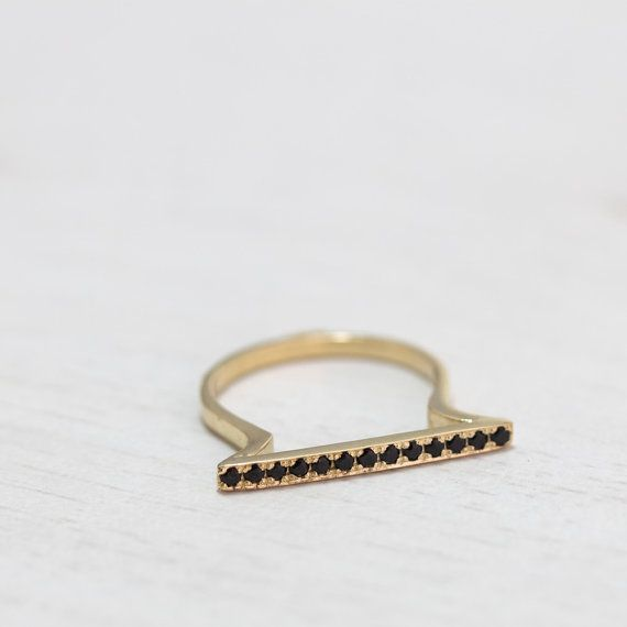 Delicado anillo de oro ónix negro arpa anillo compromiso por ARDONN
