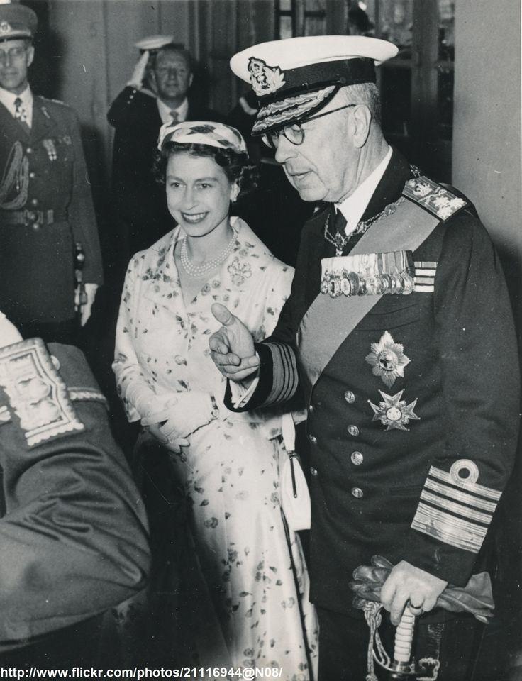 Queen Elizabeth II with King Gustav Adolf (Sweden, June 16 ...